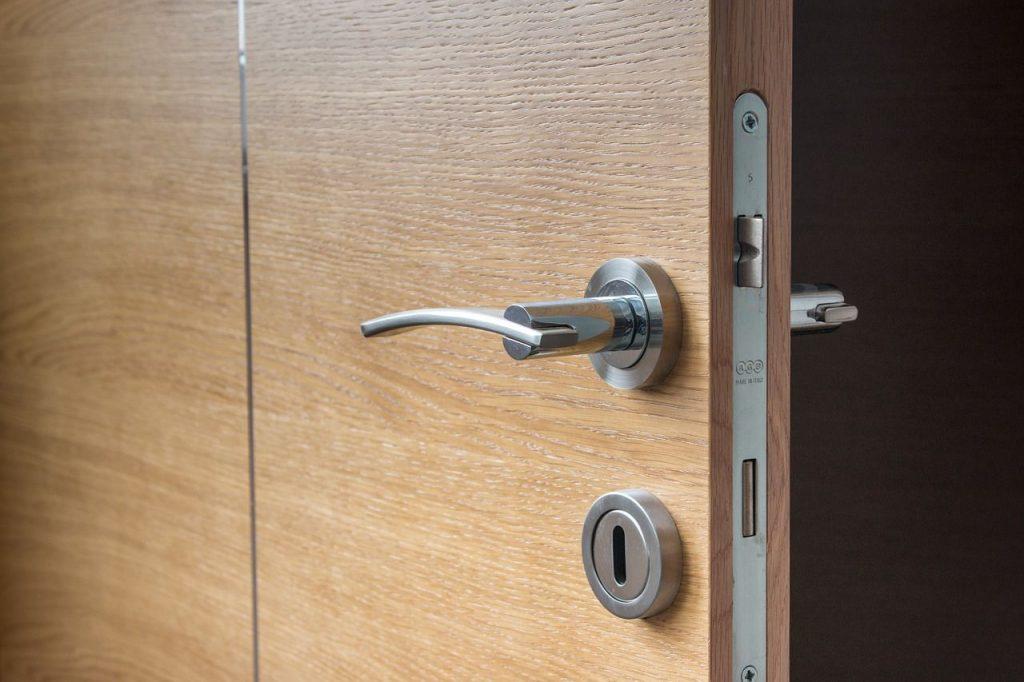 Factores que inciden en el precio de las puertas blindadas